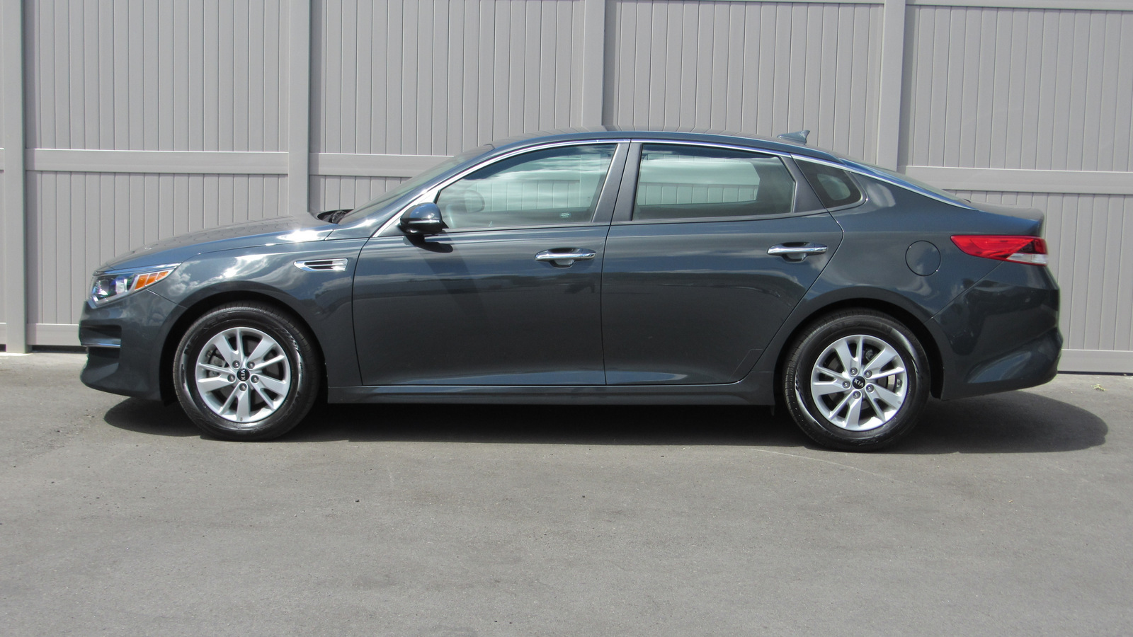Pre-Owned 2016 Kia Optima 4dr Sdn LX