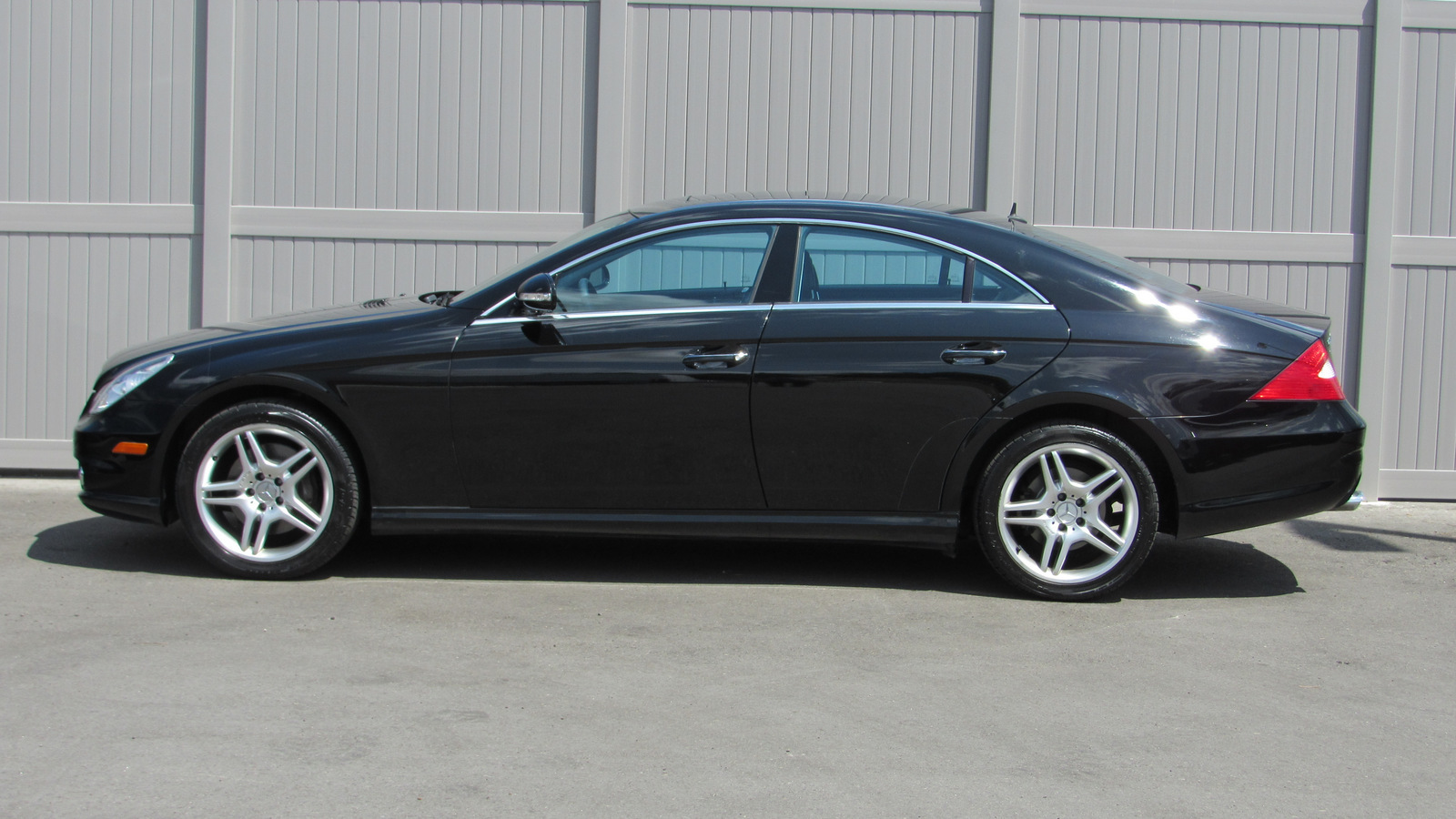 Pre-Owned 2006 Mercedes-Benz CLS 4dr Sdn 5.0L